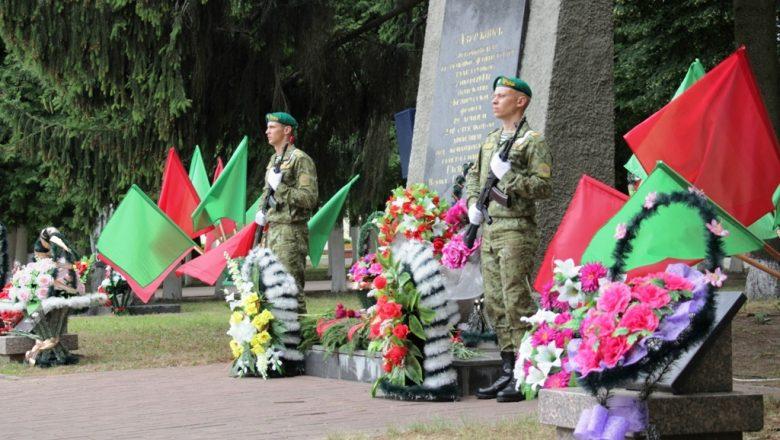 В День Независимости на центральной площади Дзержинска прошли памятные мероприятия