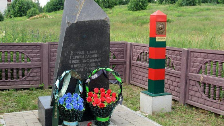 Представители общественных организаций Дзержинщины возложили венки к братским могилам