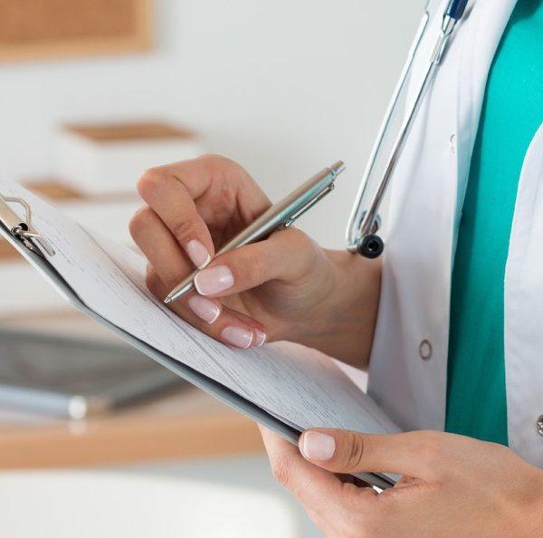 Медики советуют пожилым людям по возможности оставаться дома и пользоваться онлайн-услугами