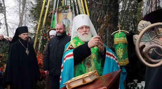 Митрополит Павел посетил место упокоения блаженной Валентины Минской. Фоторепортаж