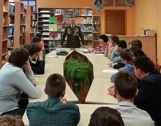 Патриотический диалог «Имею честь служить тебе, Отчизна!» прошел в районной библиотеке