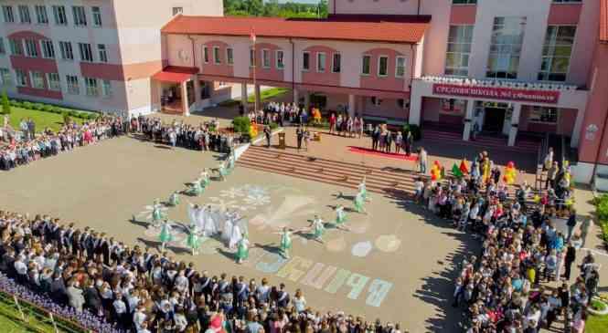 Последний звонок прозвучал в средней школе №1 г. Фаниполя
