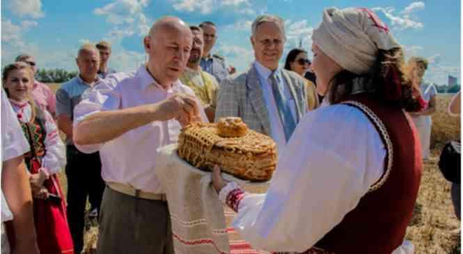 Дорога к хлебу. Традиционное интервью Николая Артюшкевича накануне районных «Дажынак»
