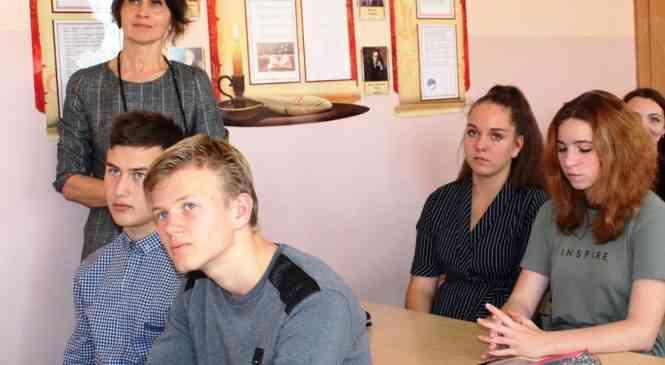ШАГ к молодой смене: «профсоюзный урок» прошел в гимназии г. Дзержинска