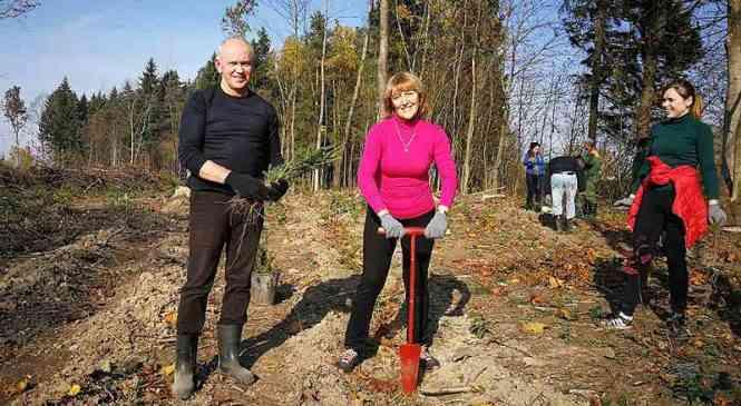 Сотрудники таможни приняли участие в акции «Чистый лес»