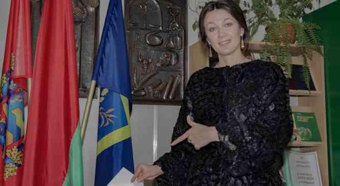 Известная певица, наша землячка Анастасия Винникова приняла участие в досрочном голосовании