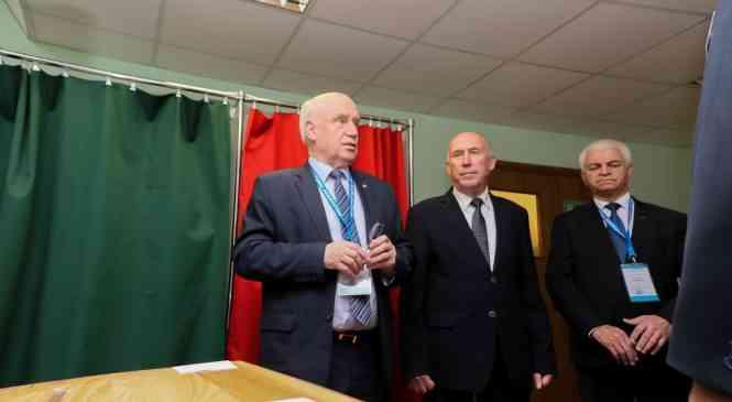 Глава Миссии наблюдателей от СНГ Сергей Лебедев посетил Дзержинский район