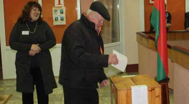 Голосование началось на Первомайском избирательном участке №7