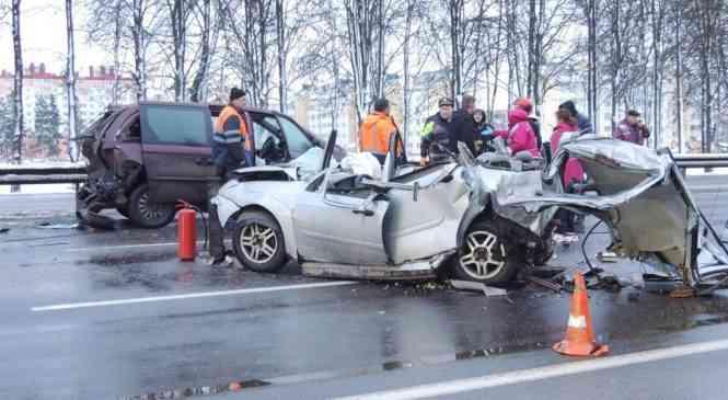 ДТП с участием фуры и двух легковушек недалеко от Фаниполя: погиб человек