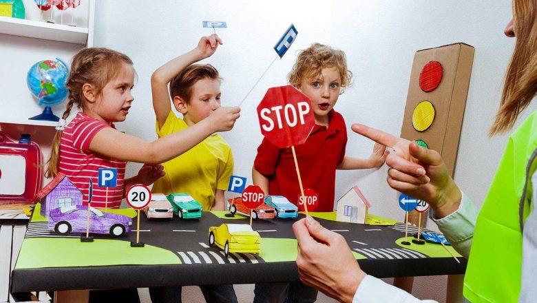 ГАИ Минщины запустила фотоконкурс «Я изучаю Правила дорожного движения дома!»